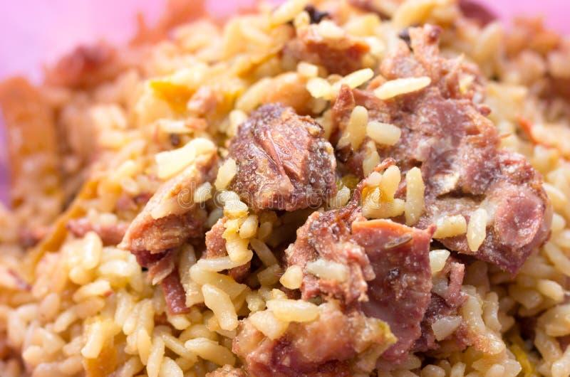 Gachas de avena del arroz con la carne Gachas de avena del arroz con la carne y los condimentos imágenes de archivo libres de regalías