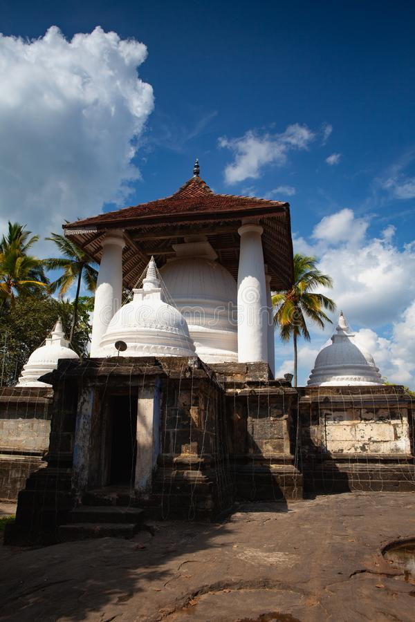 Gadaladenyia Vihara est un temple bouddhiste antique, Sri Lanka images libres de droits