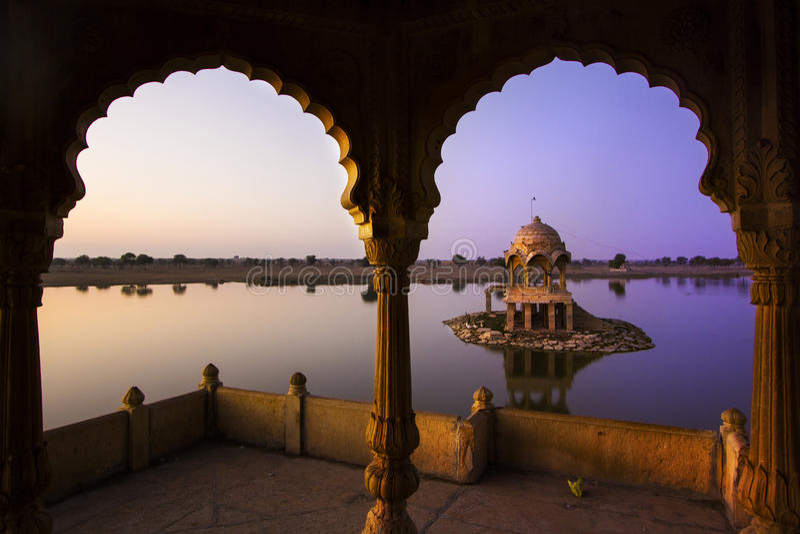 Gadi Sagar湖在Jaisalmer,拉贾斯坦,印度 图库摄影
