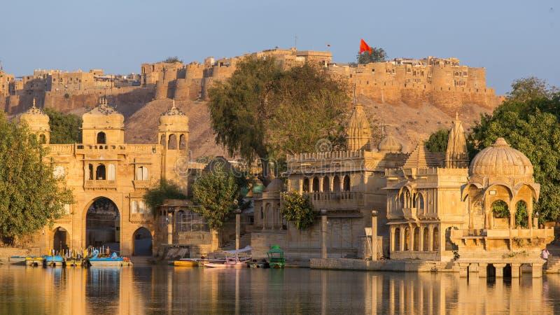 Gadi Sagar Gadisar湖是其中一个最重要的旅游胜地在Jaisalmer,拉贾斯坦,印度 免版税库存图片