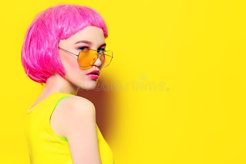 Gafas de sol amarillas del verano imagenes de archivo