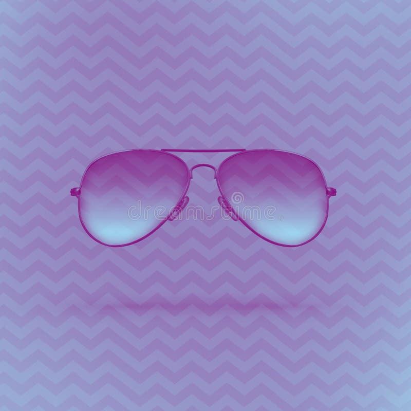 Gafas de sol azules en fondo p?rpura con el ornamento del zigzag fotografía de archivo libre de regalías