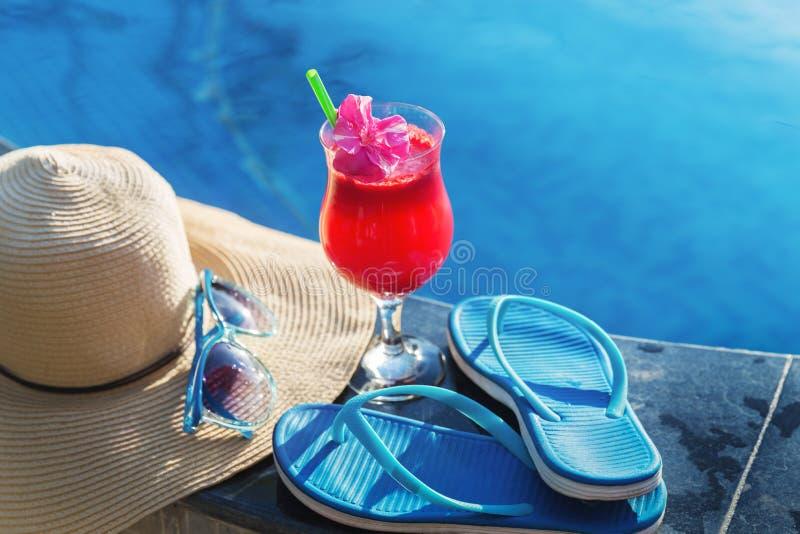 Gafas de sol del vidrio de la bebida del smoothie del jugo de la sandía imagen de archivo libre de regalías