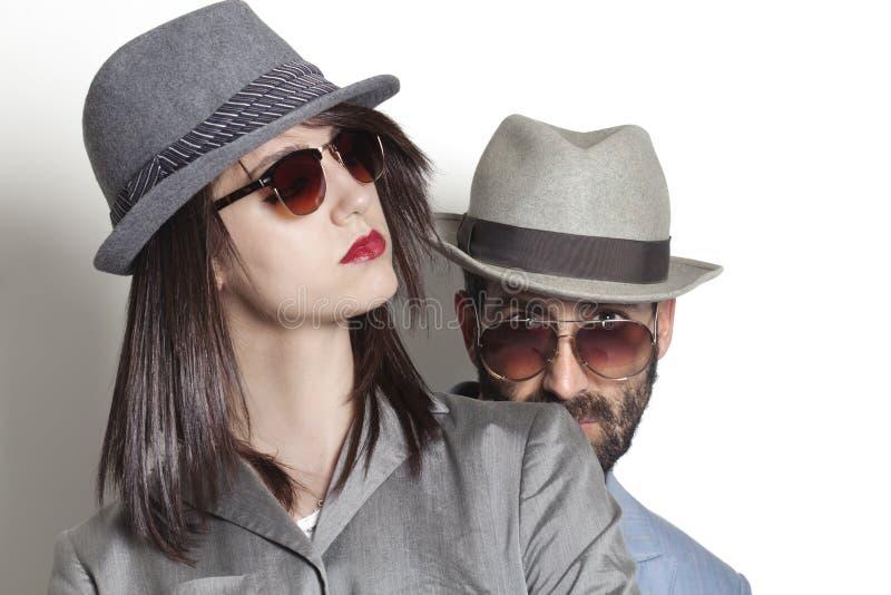 Gafas de sol que llevan de los pares del gángster imagen de archivo