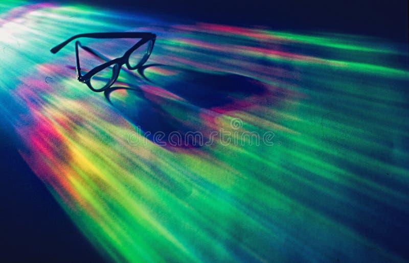Gafas en el espectro de colores imagen de archivo
