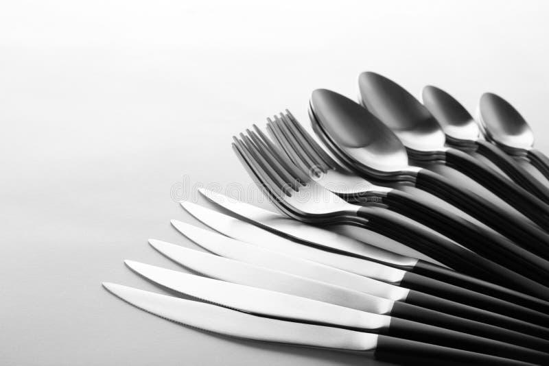 Gafflar, knivar och skedar arkivbilder