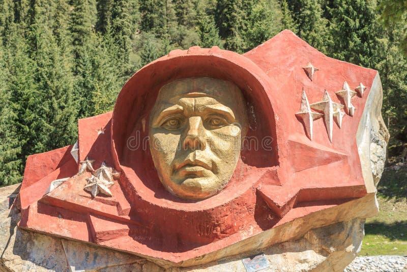 Gagarin de pedra, desfiladeiro de Barskoon Região de Issyk Kul, Quirguizistão fotografia de stock