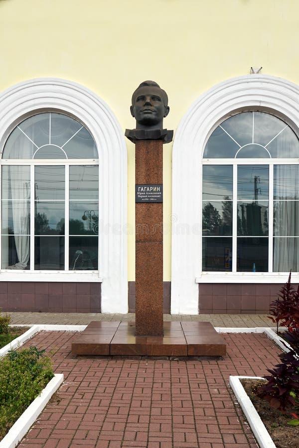Gagarin, Russie-août 30,2018 Monument de Yuri Gagarin à la gare ferroviaire de la petite ville russe Gagarin images stock