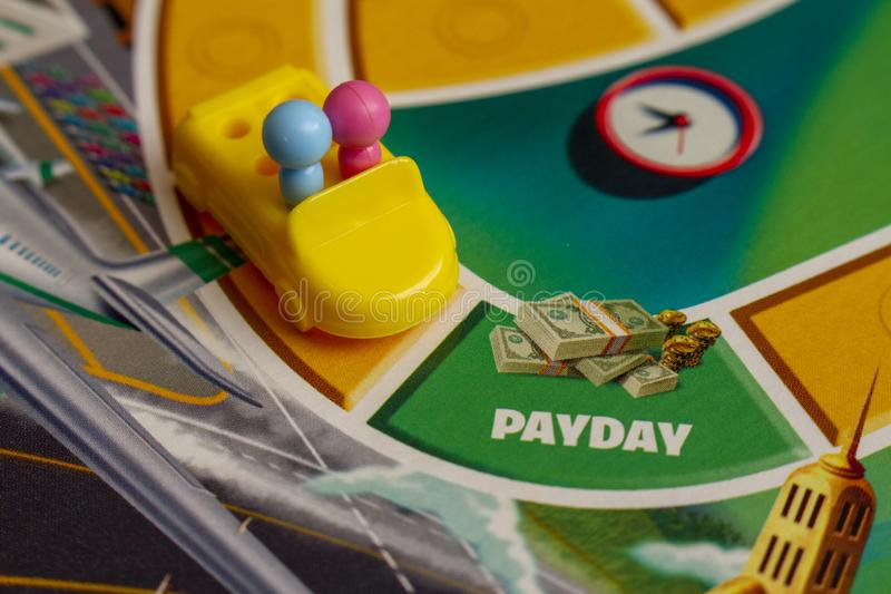 Gagner de l'argent dans le jeu amusant de la vie photo libre de droits