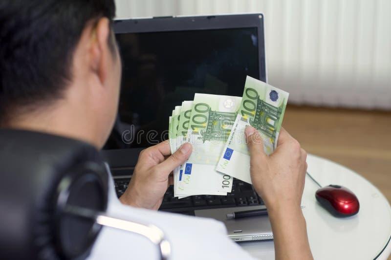 Gagnez l'argent avec l'ordinateur ! image libre de droits