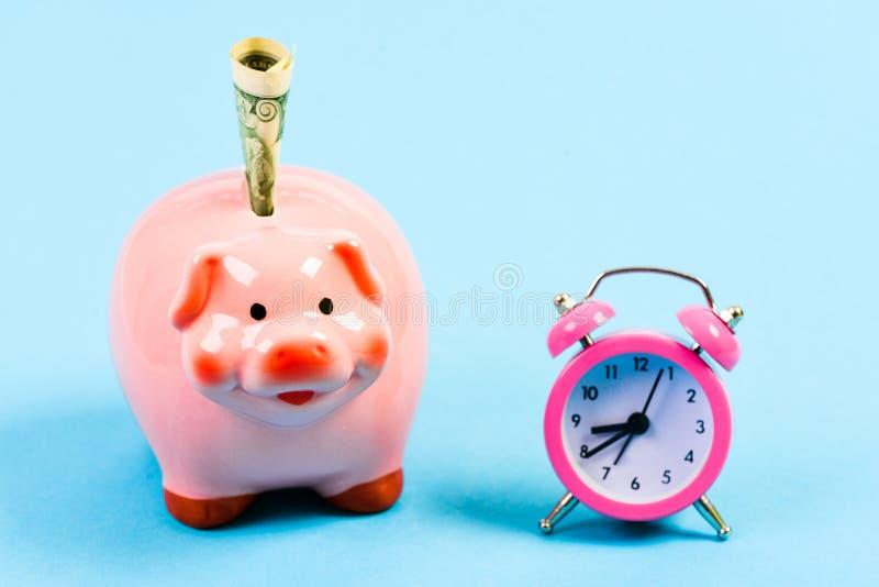 Gagnez le temps Retraite Budget de famille D?marrage d'entreprise position financière Le temps, c'est de l'argent Économie et bud photos libres de droits