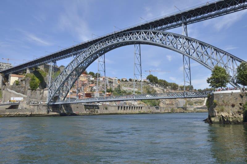 Gaia и Порту соединенные мостом стоковая фотография
