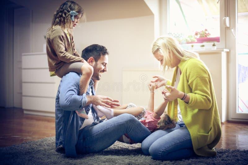 Gaiement famille image stock
