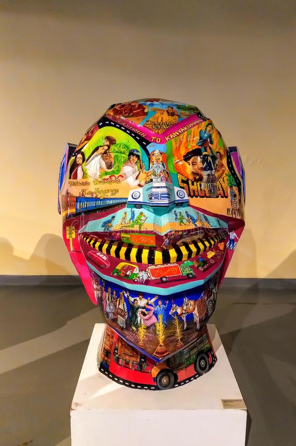 Gaint面孔雕塑雕象  库存照片