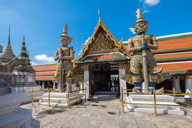 Gaintwachten in Wat Phra Kaew, in Bangkok, Thailand stock afbeelding