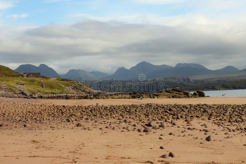 Gairloch nordvästlig Skottland strand på en solig dag arkivbild