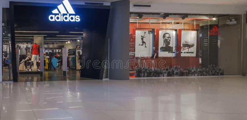 Gaisano购物中心的被隔绝的爱迪达商店 免版税库存图片