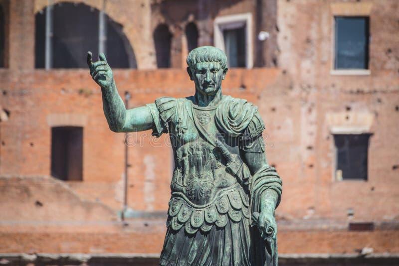 Gaius尤利乌斯・凯撒雕象在罗马,意大利 免版税库存图片