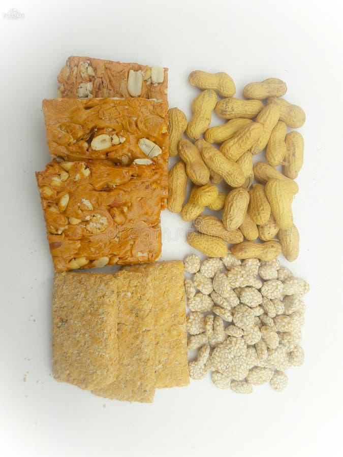 Gajak de los cacahuetes y rewari del sésamo de los cacahuetes, gajak del sésamo fotografía de archivo libre de regalías