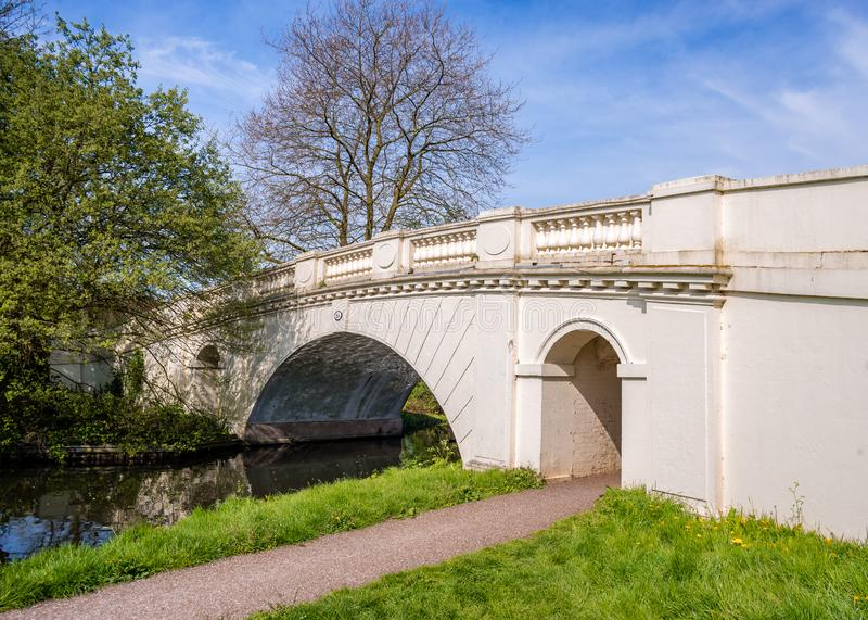 On gaju kanału Ornamentacyjny Bridżowy Uroczysty Zrzeszeniowy most Żadny 164 fotografia stock