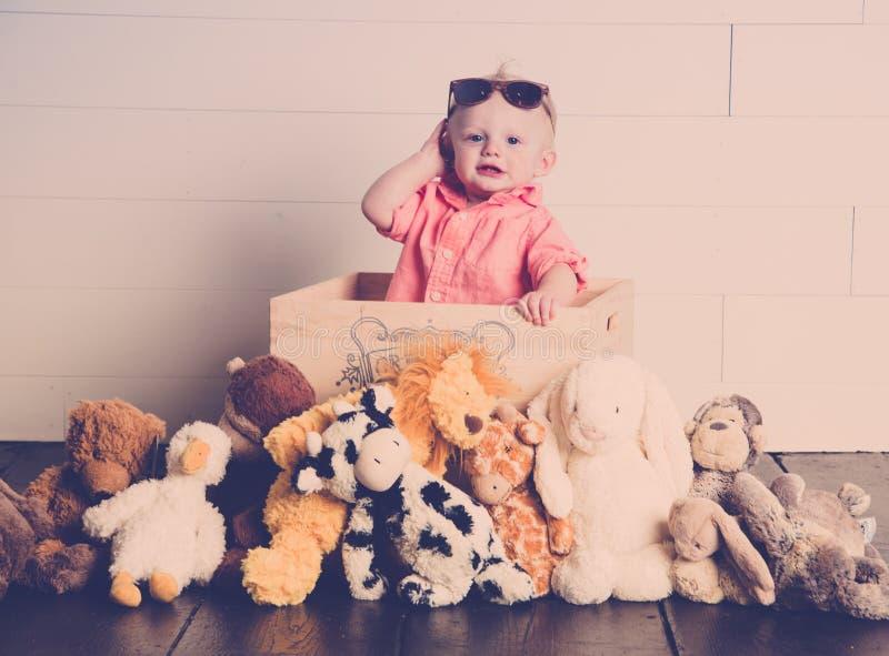 Galán con sus juguetes de la felpa imagen de archivo libre de regalías