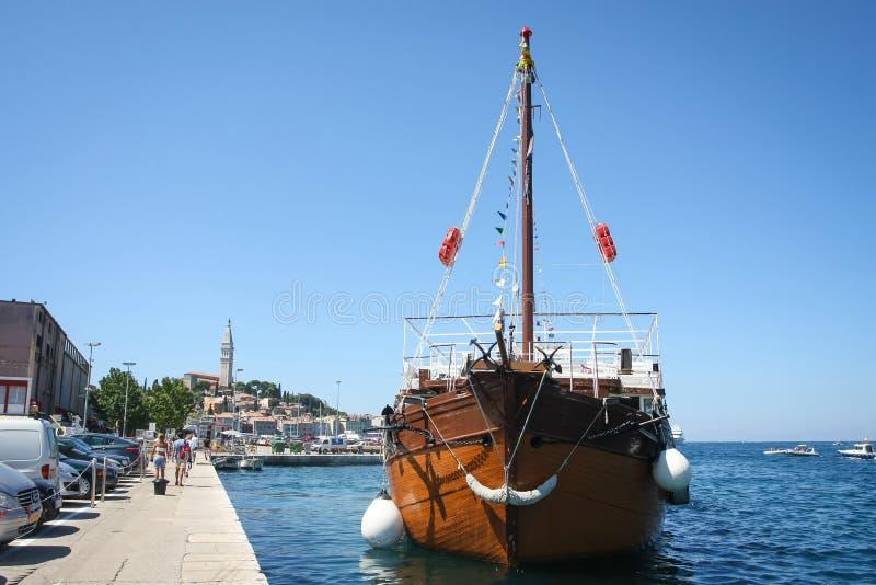 Galär på skeppsdockan i Rovinj royaltyfri fotografi