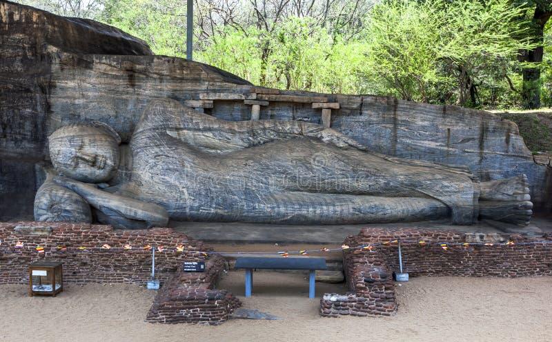 Gal Vihara斜倚的菩萨雕象  免版税库存照片
