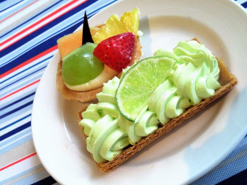 Galanteryjna kluczowego wapna kulebiaka pustynia małej owoc tarta zdjęcie royalty free