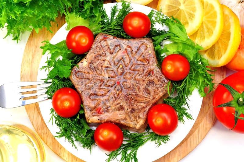 Galaretowaciejący mięso z świeżymi ziele zdjęcie royalty free