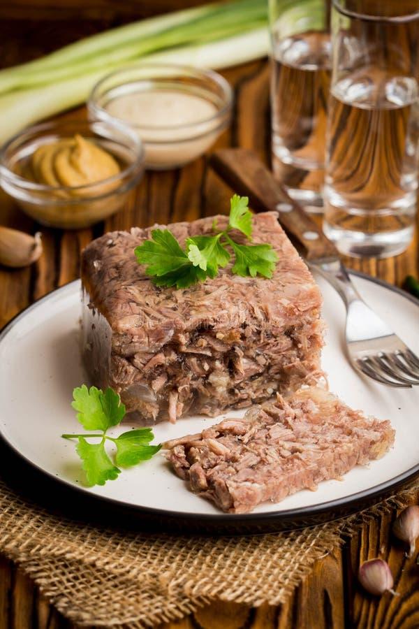 Galaretowacieje z mięsem, wołowiny aspic, tradycyjny Rosyjski naczynie, porcja obrazy stock