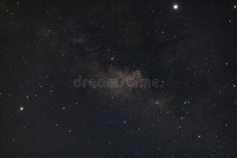 Galassia della Via Lattea sparata con la tecnica lunga di esposizione dove molte altre stelle sono inoltre emisfero australe cont fotografie stock libere da diritti