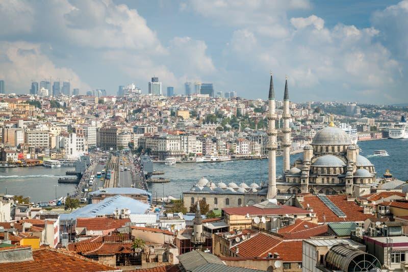 Galata Bridżowy i Nowy Valide sułtanu meczet w Istanbuł obrazy stock