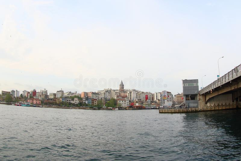 Galata bro och Galata torn royaltyfria foton