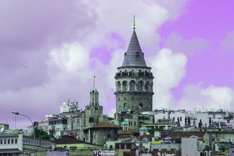 Galata torn av filtret för Istanbul stadslilor royaltyfri foto