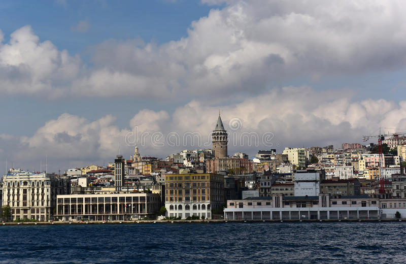 Galata Turm und Beyoglu lizenzfreie stockbilder