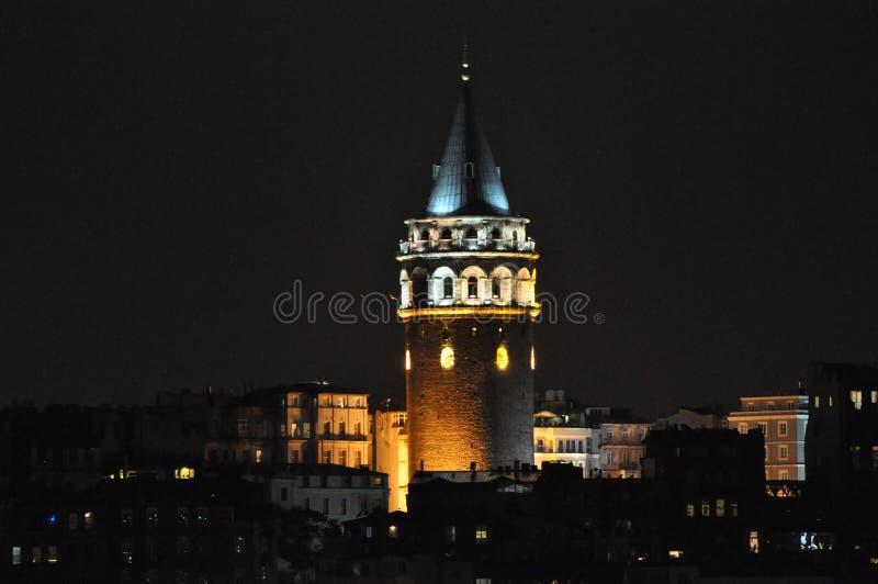 Galatatoren bij nacht, Istanboel, Turkije royalty-vrije stock afbeeldingen
