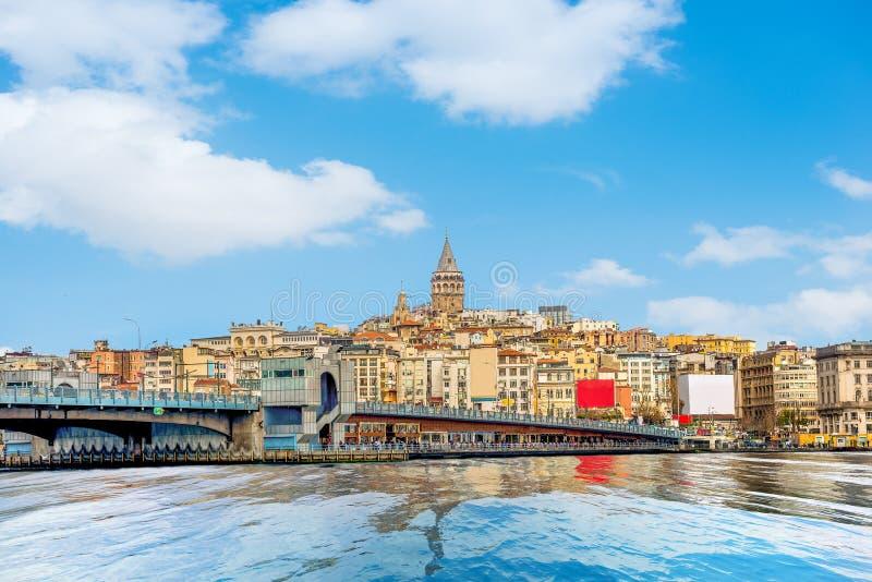 Galatatoren en brug in Istanboel stock fotografie