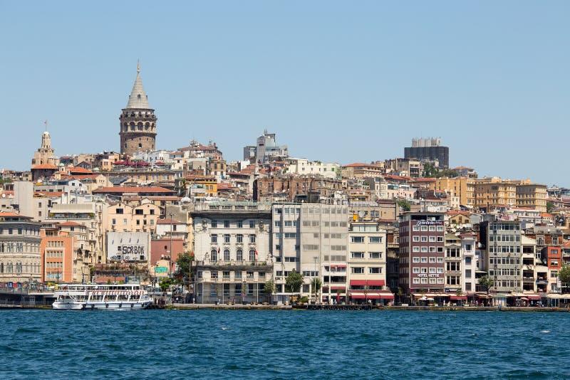 Galatatoren en water Gouden Hoorn Istanboel, Turkije royalty-vrije stock afbeelding