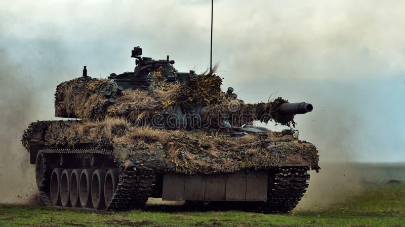 GALATI,罗马尼亚- 4月22 :在军事p的罗马尼亚坦克TR-85M1 库存照片