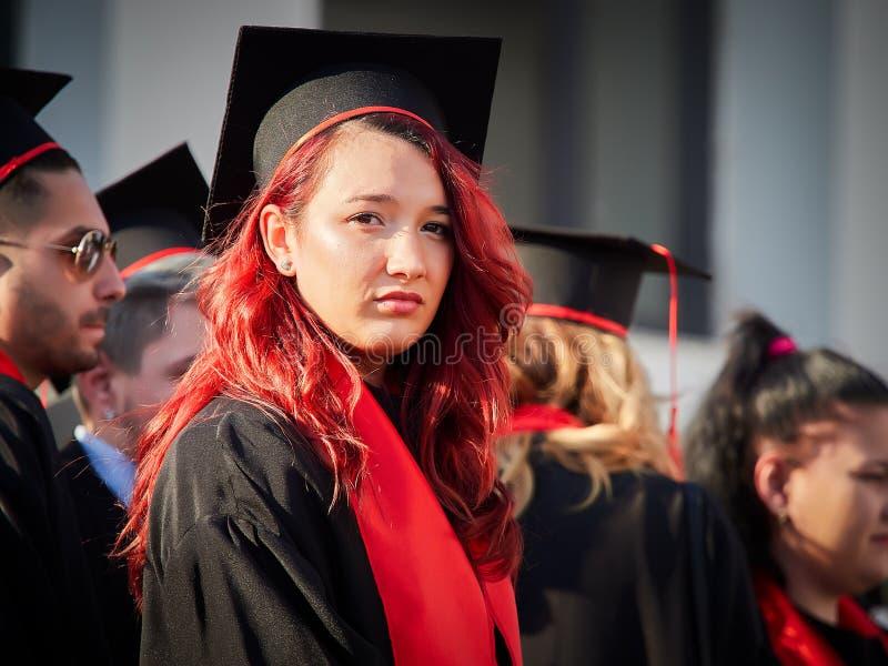 GALATI, ROEMENIË - JUNI 16, 2017 Mensen met universitaire diploma's bij Graduatieceremonie royalty-vrije stock afbeelding