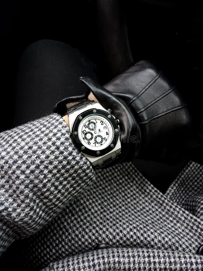 Galati, Romênia - 23 de janeiro de 2017: Tiro da imagem de um relógio de Audemars Piguet fotos de stock