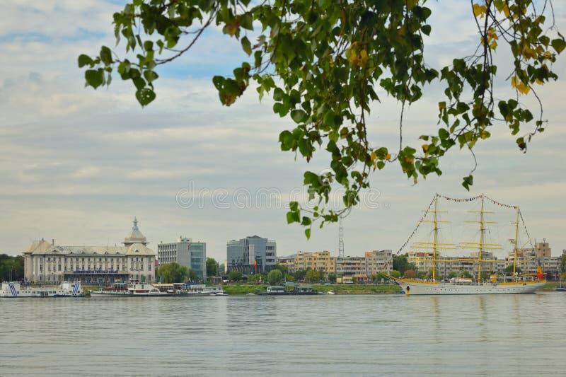 Galati, Rumänien - 17 september 2019 Brice Mircea Rumänska militärflottfartyg som är förtöjt vid Donaus flod arkivbilder