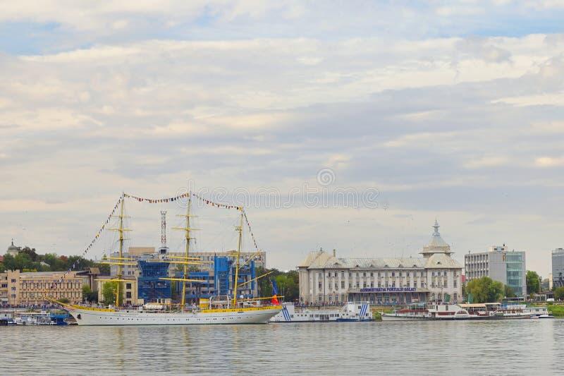 Galati, Rumania - 17 de setiembre de 2019. Barco escolar de la marina militar rumana Brice Mircea atracado en el muelle del puerto fotos de archivo libres de regalías