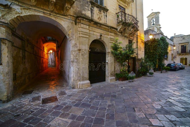 Galatina stad i Salento - detalj av den historiska mitten arkivfoton