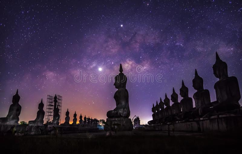 Galax för mjölkaktig väg med stil för filter för buddha kroppsstorlek mörk royaltyfri foto