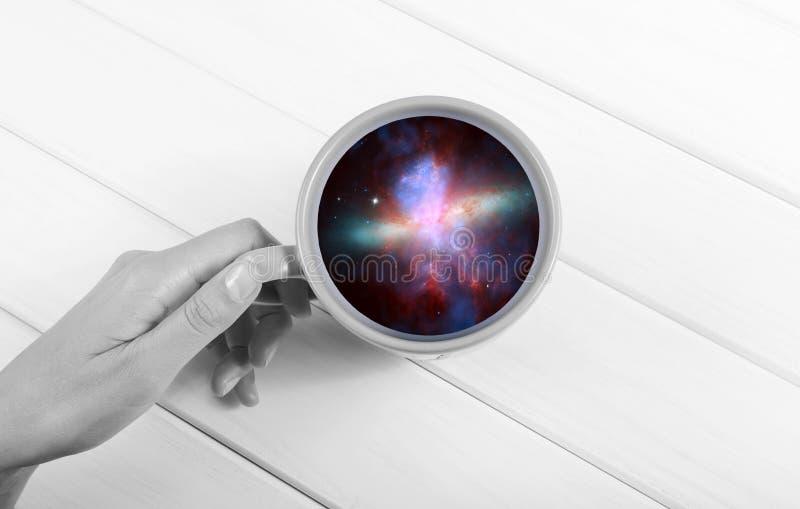 Galaxia en la taza foto de archivo libre de regalías