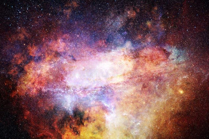 Galaxia lisa multicolora del extracto artístico con un fondo de centro que brilla intensamente imagen de archivo