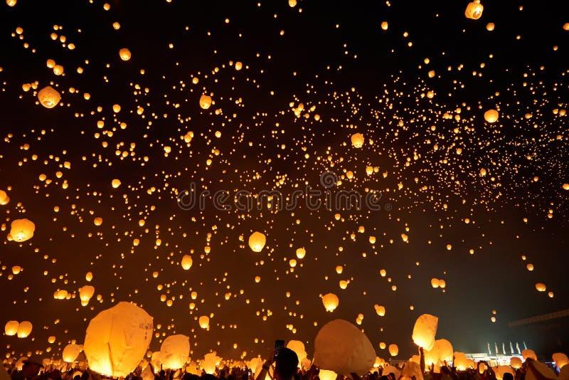 Galaxie de lanterne dans le ciel images libres de droits