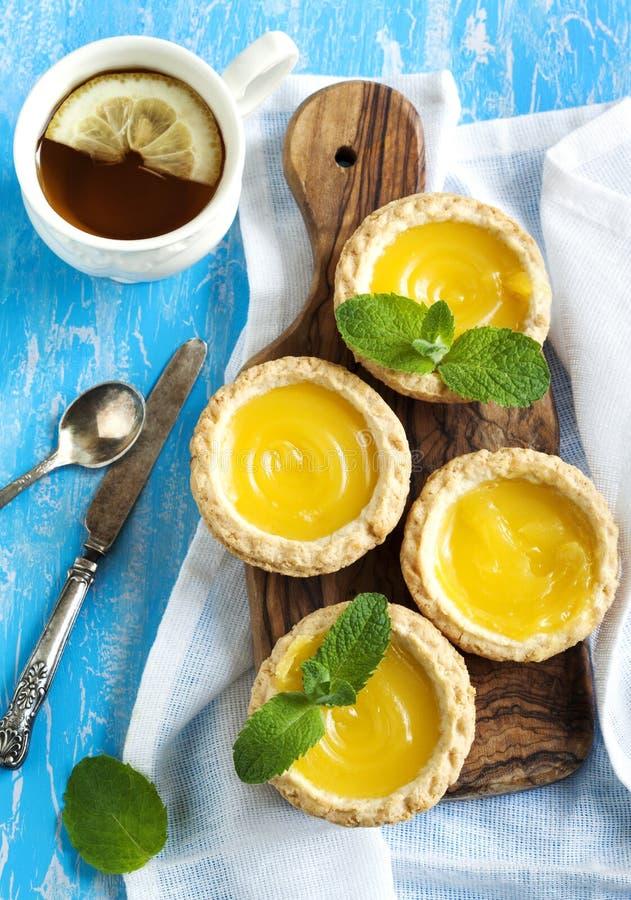 Galdéria do limão e copo do chá fotografia de stock