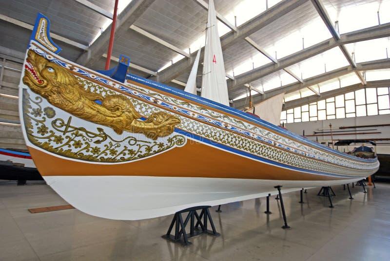 Galeão velho do navio no museu marítimo, Lisboa, Portugal fotografia de stock royalty free